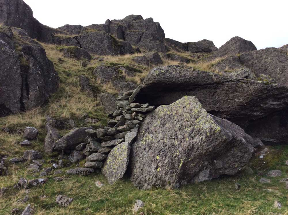 The stone shelter on Blea Rigg